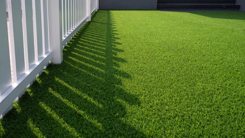 """<span class=""""title"""">カラー人工芝を設置して庭をおしゃれにしよう!</span>"""
